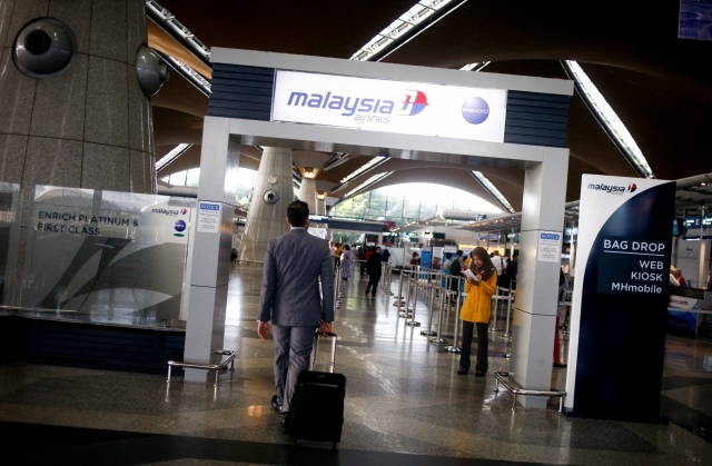 Сбит малазийский Боинг: Фото