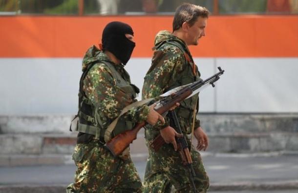 В Донецке введено военное положение и комендантский час