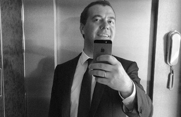Медведев будет по пятницам рассказывать в видеоблоге о «жизни правительства»