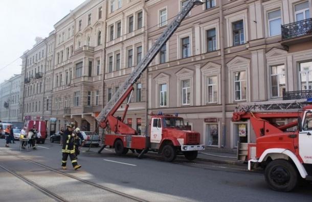 В центре Петербурга сгорела крыша жилого дома