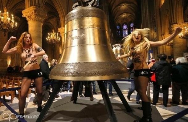 Активистки Femen оштрафованы за порчу колоколов Нотр-Дам-де-Пари