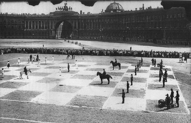 Живые шахматы появятся в воскресенье на Дворцовой площади