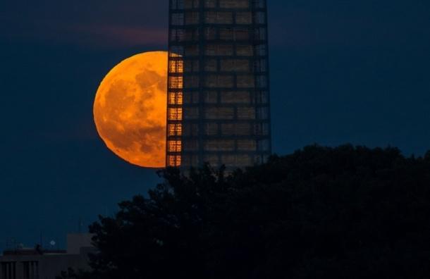 11 августа земляне увидят максимально большую Луну