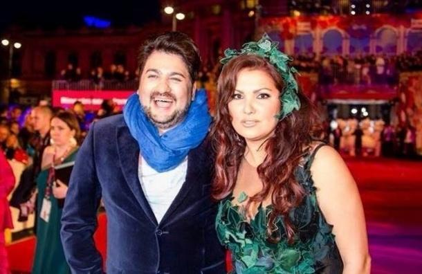 Певица Нетребко обручилась с учеником Паваротти