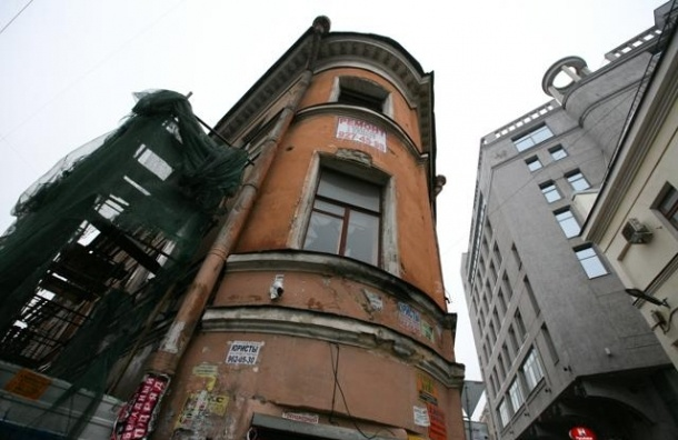 Дом Рогова восстановят вместе со «стекляшкой» бизнес-центра