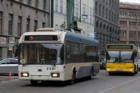 В Петербурге в ДТП попали автобус и троллейбус