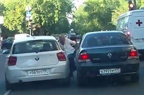 В Москве водитель BMW умышленно наехал на человека за сделанное замечание