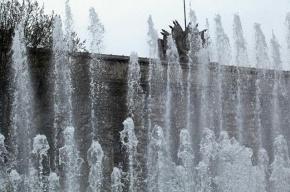 Вандалы сломали фонтаны на Московской площади в Петербурге