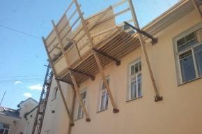 Глава ТСЖ избил противника строительства мансарды, заявляют жители