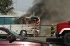 Возле станции метро «Купчино» сгорел автобус