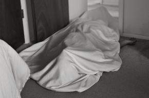 В квартире в Колпино нашли мертвых супругов-пенсионеров
