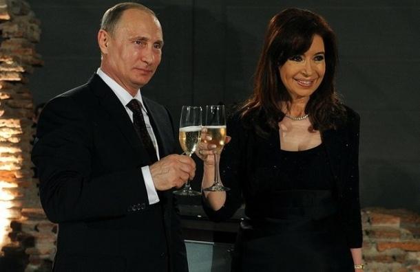 Президент Аргентины подарила Путину бандонеон для танго