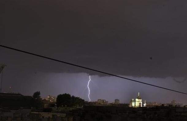 В Петербурге в четверг ожидаются грозы и штормовой ветер