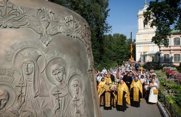 В Петербург прибыл самый большой колокол Александро-Невской лавры