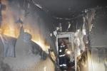 Два человека пострадали при пожаре повышенной сложности на Есенина: Фоторепортаж