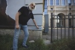 Фоторепортаж: «Смольный закрасит портрет Цоя в центре Петербурга»