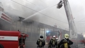 На проспекте Испытателей горит торговый центр «Аэродром»: Фоторепортаж