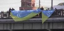 Пять человек задержаны за попытку вывесить флаг Украины на мосту у Кремля: Фоторепортаж