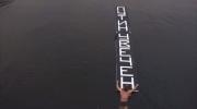 Фоторепортаж: «По Фонтанке проплыл мужчина с табличкой «Путин вечен»»