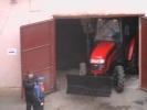 На улице Марата двор превратили в стоянку спецтехники: Фоторепортаж