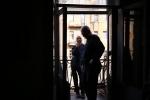 """""""Паразиты"""" монтируют выставку на Марата, 33. Фото: Лера Мостовая. : Фоторепортаж"""