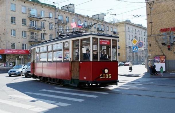 По Васильевскому острову в среду  проедет «Читающий трамвай»