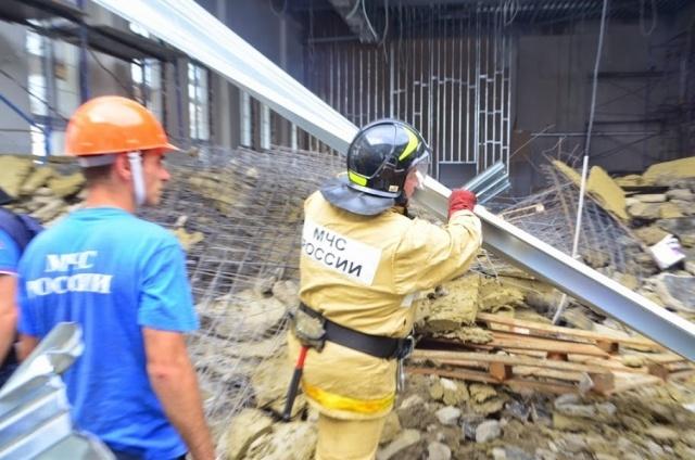 Ливни стали причиной обрушения крыши училища в Севастополе: Фото