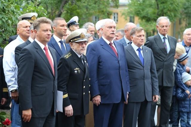 Памятник морякам полярных конвоев: Фото