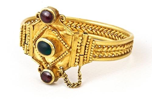 tentoonstelling-krim_armband-plus-edelstenen