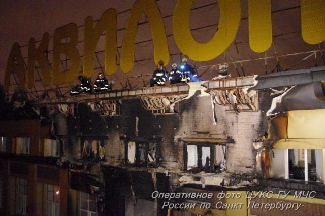 В Петербурге горел мебельный ТЦ «Аквилон»: Фото