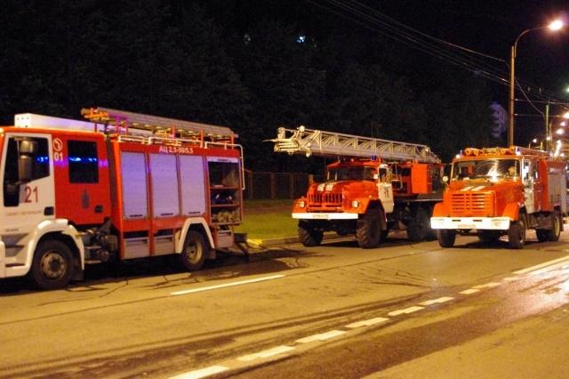 Два человека пострадали при пожаре повышенной сложности на Есенина: Фото