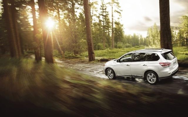 Nissan Pathfinder (2): Фото