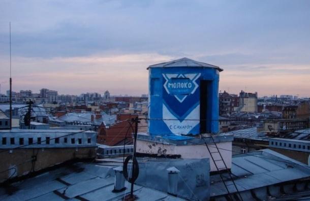 В Петербурге вместо башни противовоздушной обороны появилась гигантская банка сгущенки