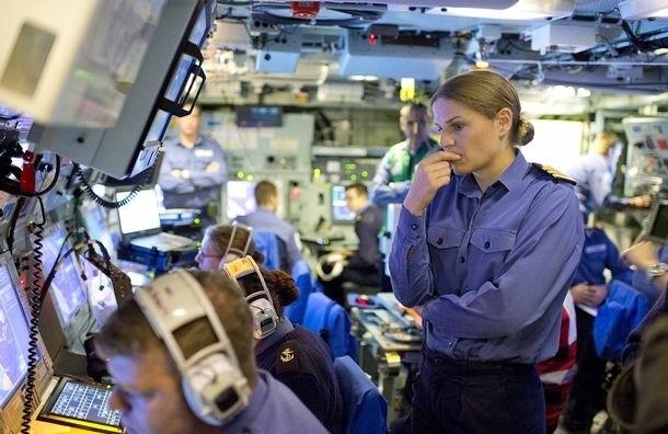 Командира боевого корабля уволили за роман с женатым офицером