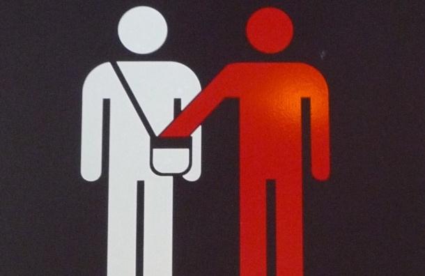 В Петербурге карманник в метро ограбил 80-летнего туриста из Германии