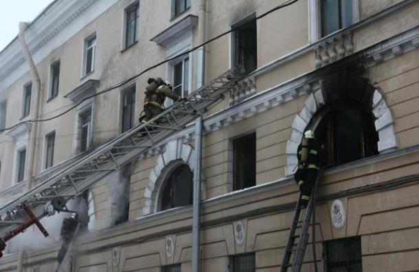В Петербурге вновь горело расселенное общежитие