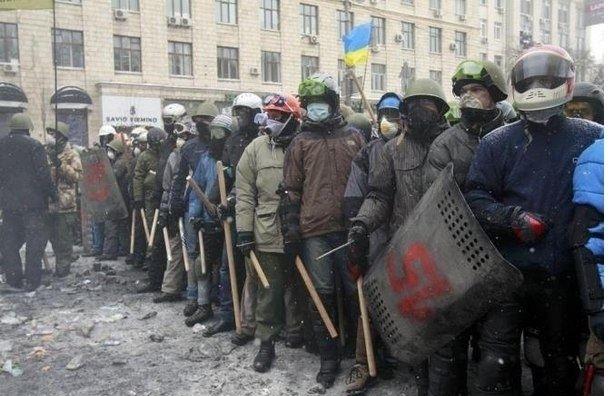 «Правый сектор» пригрозил Порошенко вооруженным походом на Киев