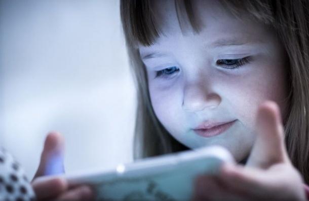 Ученые: Гаджеты ухудшают способность детей распознавать эмоции