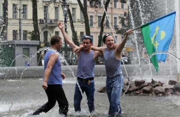 В Петербурге спасатели усилят дежурство на всех водоемах в День ВДВ