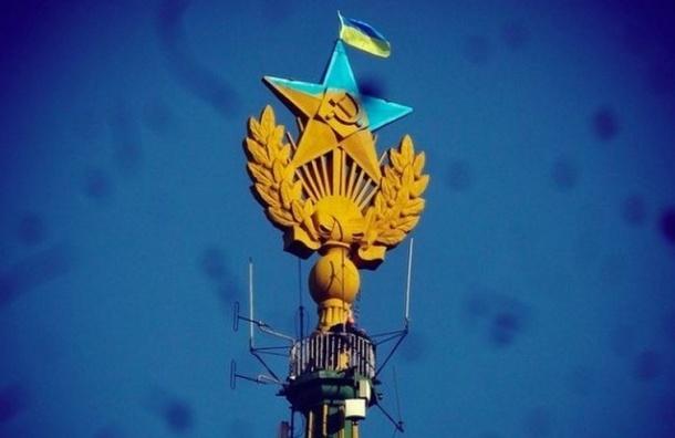 Перекрасивших звезду сталинской высотки в Москве могут посадить на семь лет