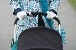 В Петербурге автомобиль снес женщину с коляской и 9-летней девочкой