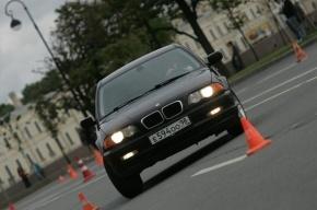 В Петербурге BMW сбил столб и протаранил ВАЗ