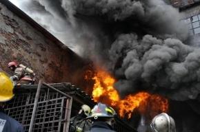 На Петергофском шоссе сгорел расселенный жилой дом