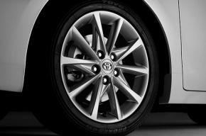 На проспекте Энгельса Toyota насмерть сбила женщину на остановке
