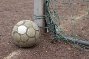 В Москве ребенка насмерть задавило упавшими футбольными воротами