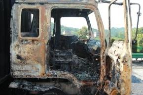В Петербурге в воскресенье сгорели три грузовика