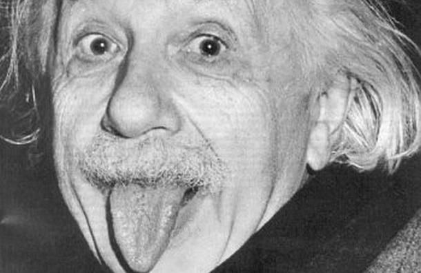 Авторы портрета Цоя нарисовали в Петербурге Эйнштейна