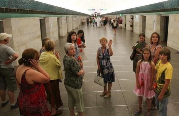 В Петербурге неисправный состав парализовал «зеленую ветку» метро