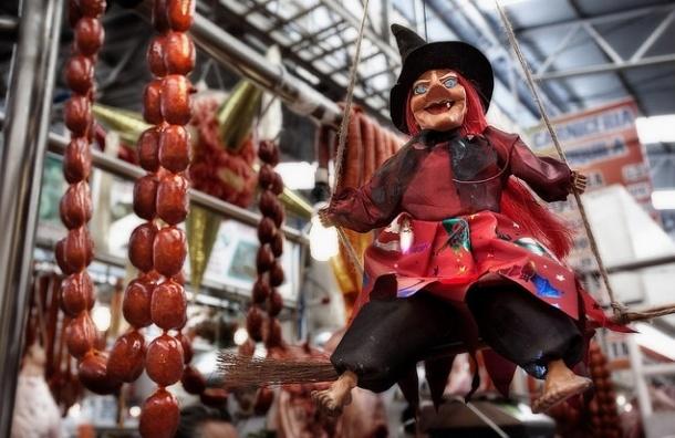 В Петербурге продавщица мясного табуреткой отбилась от грабителей