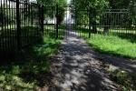 Фоторепортаж: «Огороженная территория у гимназии  № 524 в московском р-не»